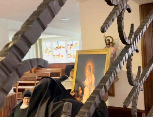 Las Salesas rezan a la Sagrada Familia